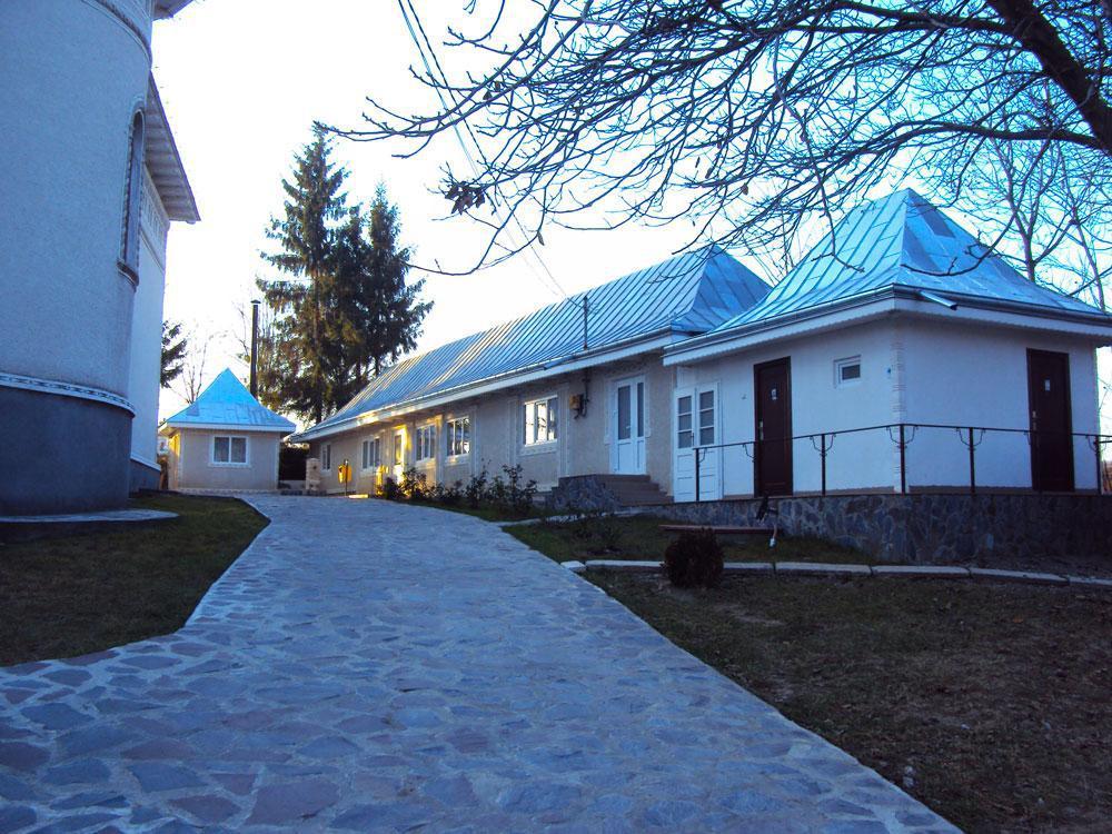 Imagini pentru biserica Soci-Brăteşti