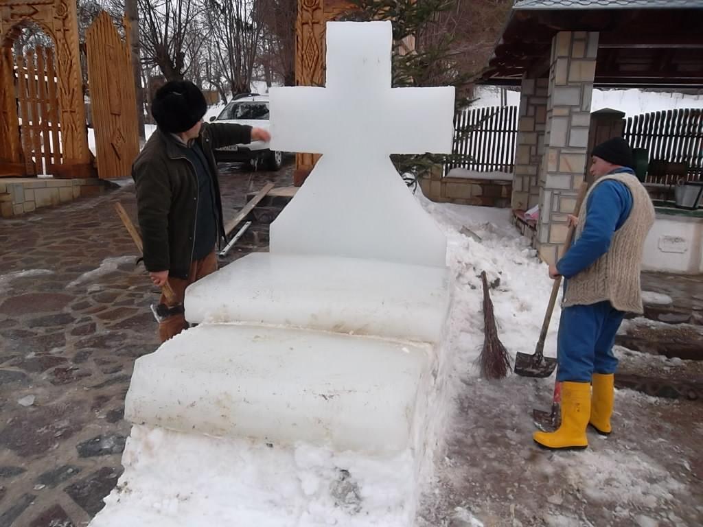 Lucrand la Sfanta Cruce
